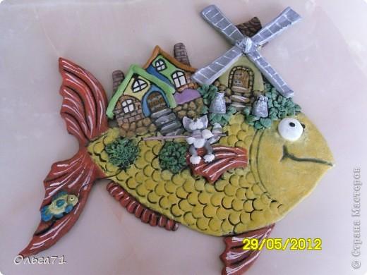 Вот и у меня вылепилась  рыбка! На  рыбке кот-рыболов поживает. фото 1