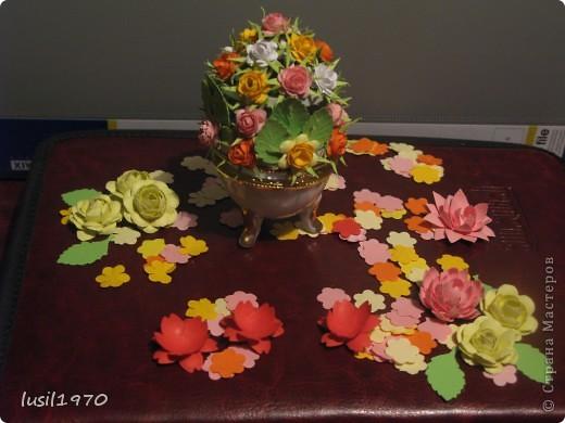 шкатулочка украшена цветами из бумаги фото 1