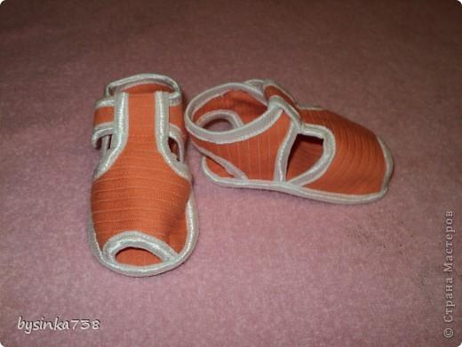 Нарядные атласные туфельки шила на крестины. Только кнопочки-застежки еще не пробила )) фото 3