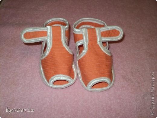 Нарядные атласные туфельки шила на крестины. Только кнопочки-застежки еще не пробила )) фото 4