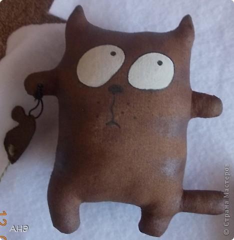 Пошились еще в прошлом, 2011 году (год кота или кролики) вот такие сувениры на работу. Первая моя проба шить кофейные игрушки. фото 3