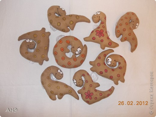 Пошились еще в прошлом, 2011 году (год кота или кролики) вот такие сувениры на работу. Первая моя проба шить кофейные игрушки. фото 10