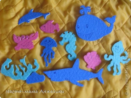 """За вдохновение, идею и шаблоны спасибо отдельное """"Хвостики"""" (https://stranamasterov.ru/node/300989?c=favorite_903). Решила малодушно сповторюшничать))))И некоторые фигурки использовать для нашего подводного царства. Фигурки из салфеток. Очень хорошо липнут к стенкам ванны и детской ванночки. У нас из морских жителей:кит,дельфин, осьминог,морской конек, краб, моллюск(раковина), медуза, акула, рыбка и декорации из остатков салфетки-водоросли (силуэт повторяет ножки осьминога,можно его прятать в этот кустик) и камешек подводный).  фото 1"""