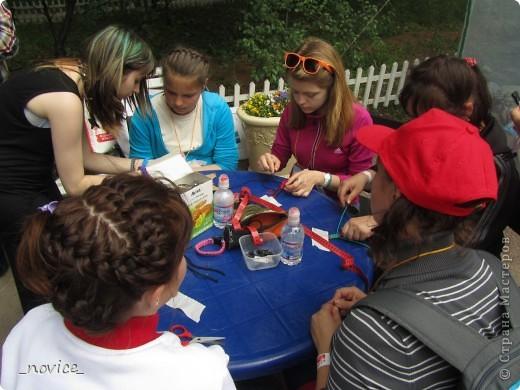 Сегодня в Нескучном саду прошло завершение Игр победителей 2012 . Как и в прошлом году,  мы с детьми пробовали создавать забавные поделки из гофрокартона фото 16