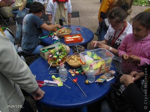 Сегодня в Нескучном саду прошло завершение Игр победителей 2012 . Как и в прошлом году,  мы с детьми пробовали создавать забавные поделки из гофрокартона фото 12