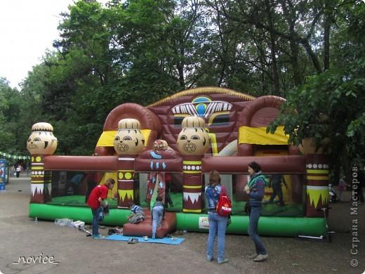 Сегодня в Нескучном саду прошло завершение Игр победителей 2012 . Как и в прошлом году,  мы с детьми пробовали создавать забавные поделки из гофрокартона фото 17
