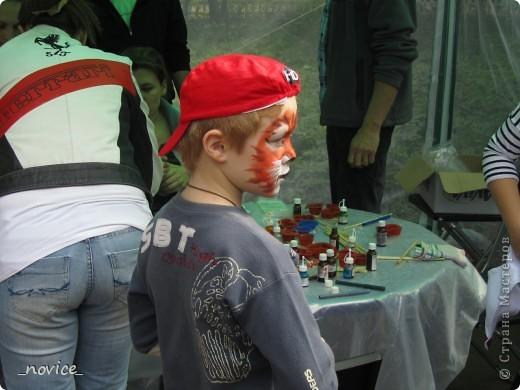 Сегодня в Нескучном саду прошло завершение Игр победителей 2012 . Как и в прошлом году,  мы с детьми пробовали создавать забавные поделки из гофрокартона фото 10