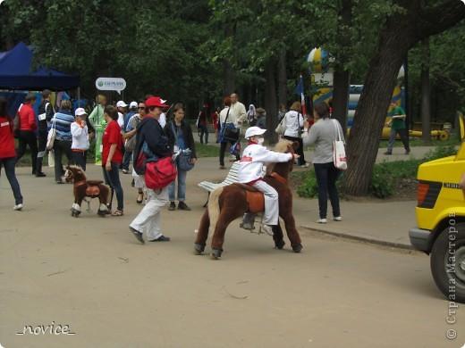 Сегодня в Нескучном саду прошло завершение Игр победителей 2012 . Как и в прошлом году,  мы с детьми пробовали создавать забавные поделки из гофрокартона фото 18
