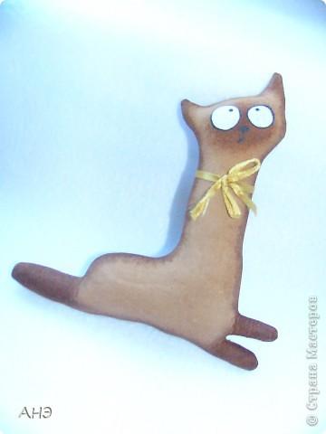 Пошились еще в прошлом, 2011 году (год кота или кролики) вот такие сувениры на работу. Первая моя проба шить кофейные игрушки. фото 5