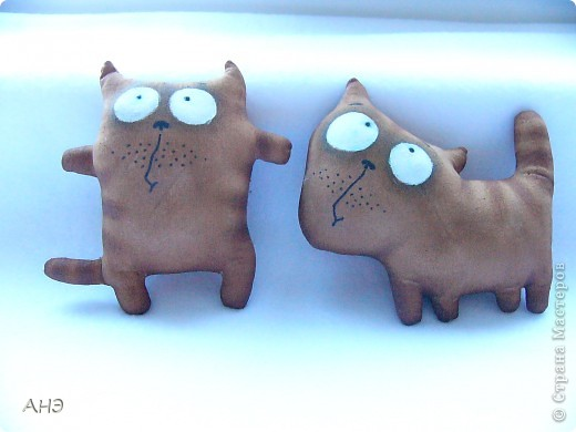 Пошились еще в прошлом, 2011 году (год кота или кролики) вот такие сувениры на работу. Первая моя проба шить кофейные игрушки. фото 8