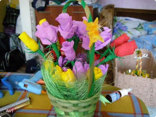 Корзиночка в подарок воспитателю Тут и розы, и тюльпаны, и крокусы.  фото 1