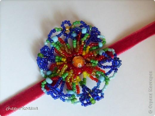 """Мой комплект состоит из кольца """"Бабочка"""" и колье """"Цветок"""". Сделала его еще год назад из бисера и проволоки. фото 4"""