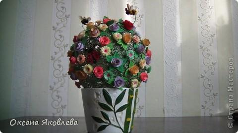 Вот такой куст состаящий из роз и маргариток мы подарили нашей воспитательнице на день рождения!!!! фото 1