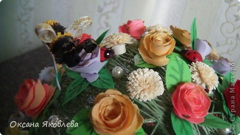 Вот такой куст состаящий из роз и маргариток мы подарили нашей воспитательнице на день рождения!!!! фото 2