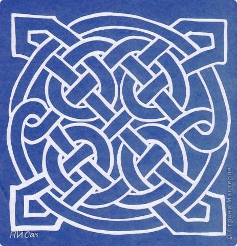 Мандала - это модель мира, которую каждый человек создает себе сам, это - символический рисунок, обычно - квадрат внутри круга или круг внутри квадрата, с каким-либо символом в центре. Раскраска мандал настраивает на творческий лад и активизирует подсознание. Раскрашивая мандалы, человек погружается в гармонию и спокойствие. А я люблю их вырезать. фото 2