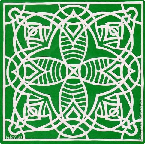 Мандала - это модель мира, которую каждый человек создает себе сам, это - символический рисунок, обычно - квадрат внутри круга или круг внутри квадрата, с каким-либо символом в центре. Раскраска мандал настраивает на творческий лад и активизирует подсознание. Раскрашивая мандалы, человек погружается в гармонию и спокойствие. А я люблю их вырезать. фото 5
