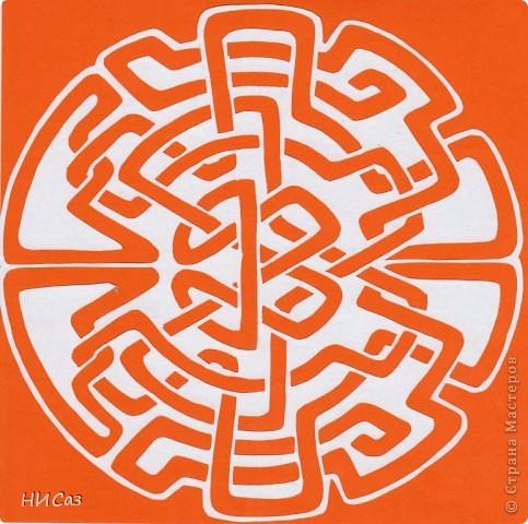 Мандала - это модель мира, которую каждый человек создает себе сам, это - символический рисунок, обычно - квадрат внутри круга или круг внутри квадрата, с каким-либо символом в центре. Раскраска мандал настраивает на творческий лад и активизирует подсознание. Раскрашивая мандалы, человек погружается в гармонию и спокойствие. А я люблю их вырезать. фото 7
