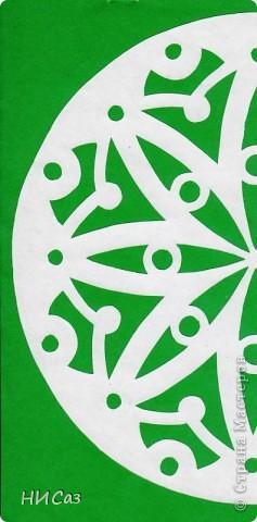 Мандала - это модель мира, которую каждый человек создает себе сам, это - символический рисунок, обычно - квадрат внутри круга или круг внутри квадрата, с каким-либо символом в центре. Раскраска мандал настраивает на творческий лад и активизирует подсознание. Раскрашивая мандалы, человек погружается в гармонию и спокойствие. А я люблю их вырезать. фото 9
