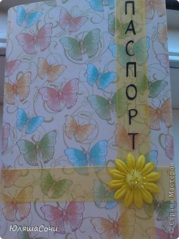 моя первая обложечка на паспорт.  бумага очень красивая, старалась не испортить её красоту украшениями. буквы специально сделала черными, все же документ. а так старалась, чтобы вышщло нежно и воздушно, пархало как бабочки) фото 1