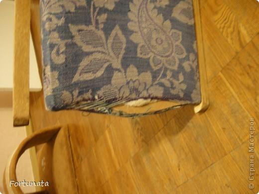 Снимаем квартиру с таким стульчиком, он был прикрыт пледом, чтобы не видно было позора, ждал покупки степлера.  фото 2