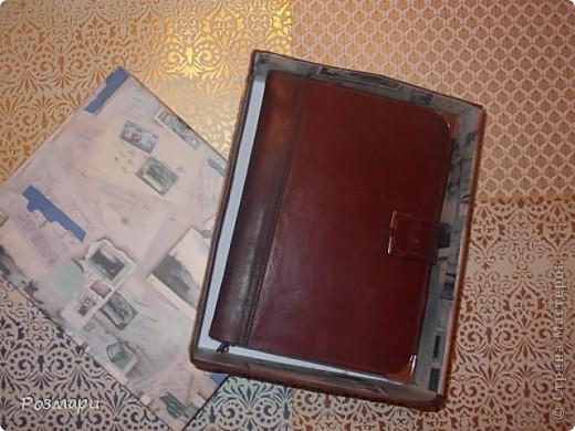 Недавно делала блокнот для мужчины. Внутри цветные вставки с фотографиями, странички состарены в кофе, обложка из натуральной кожи, застежка на магните. фото 8