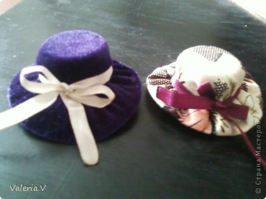 Идею по созданию таких шляпок я позаимствовала у пользователя http://stranamasterov.ru/user/74136 (Настя12) Мне очень понравилась ее работа что я решила попробовать сделать такие же хорошенькие шляпки! фото 1