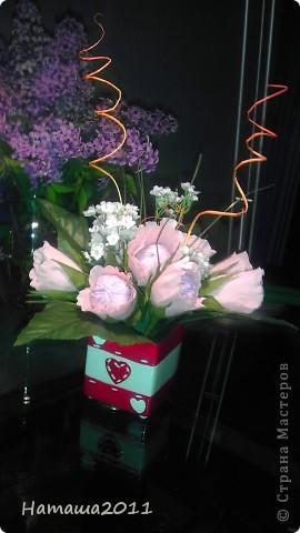 Букетик с конфетками на День Рождения племянницы. Сама делала только розовые цветы. Внутри цветочков конфетки-рафаэлки. фото 2