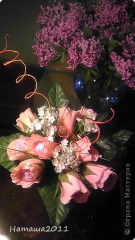 Букетик с конфетками на День Рождения племянницы. Сама делала только розовые цветы. Внутри цветочков конфетки-рафаэлки. фото 1