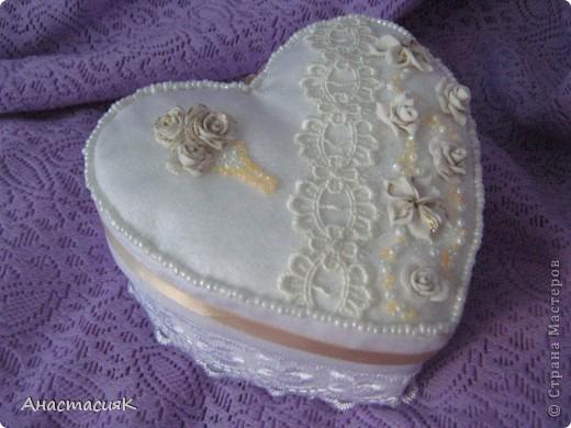 Это моя первая коробочка и подушечка для колец. Делала по МК Олеси Ф http://stranamasterov.ru/node/193514?tid=451%2C1136 Спасибо за идейку!!!  фото 1