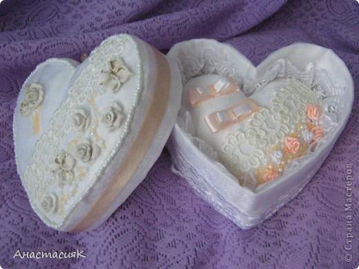 Это моя первая коробочка и подушечка для колец. Делала по МК Олеси Ф http://stranamasterov.ru/node/193514?tid=451%2C1136 Спасибо за идейку!!!  фото 2