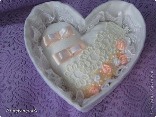 Это моя первая коробочка и подушечка для колец. Делала по МК Олеси Ф http://stranamasterov.ru/node/193514?tid=451%2C1136 Спасибо за идейку!!!  фото 3
