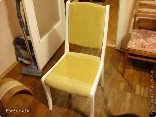 Снимаем квартиру с таким стульчиком, он был прикрыт пледом, чтобы не видно было позора, ждал покупки степлера.  фото 5