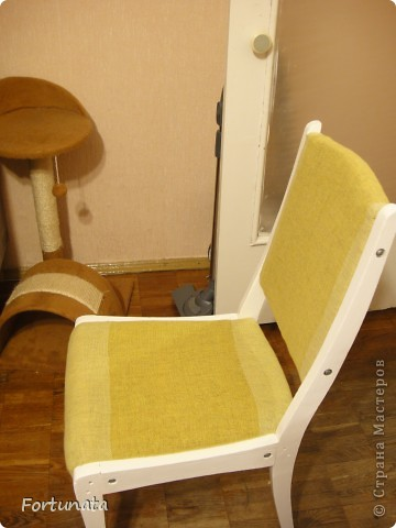 Снимаем квартиру с таким стульчиком, он был прикрыт пледом, чтобы не видно было позора, ждал покупки степлера.  фото 6
