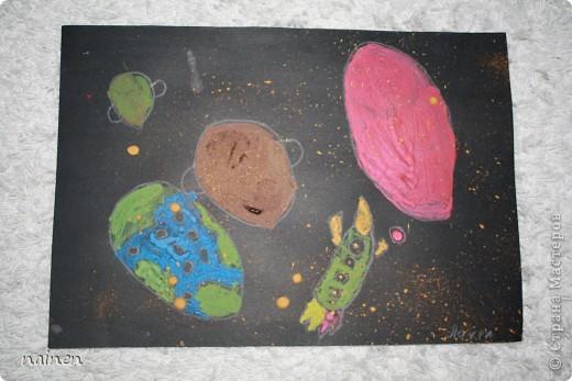 Работаю в очень интересном месте - в детском центре развития SuperKids в городе Espoo в Финляндии :) Помимо своей основной логопедической работы, веду уроки рисования :) Подводный мир глазами детей. Использовали полиэтиленовые пакеты для создания фона. Рисунок мой дочки, ей 5 лет. фото 8