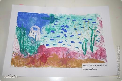 Работаю в очень интересном месте - в детском центре развития SuperKids в городе Espoo в Финляндии :) Помимо своей основной логопедической работы, веду уроки рисования :) Подводный мир глазами детей. Использовали полиэтиленовые пакеты для создания фона. Рисунок мой дочки, ей 5 лет. фото 2