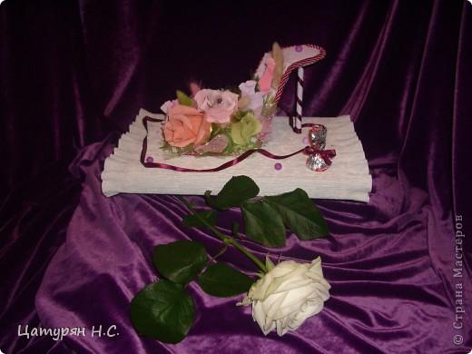 Вот такую композицию я срставила в подарок девочке.  Основа - коробочка с подарком, а сверху печенье в жестяной банке. Хотела сделать подобие тортика. Я уже показывала эту работу в предыдущем посте.....ИЗВИНИТЕ за повтор фото 4