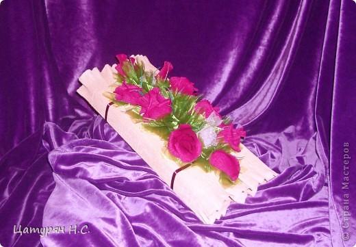 Вот такую композицию я срставила в подарок девочке.  Основа - коробочка с подарком, а сверху печенье в жестяной банке. Хотела сделать подобие тортика. Я уже показывала эту работу в предыдущем посте.....ИЗВИНИТЕ за повтор фото 7