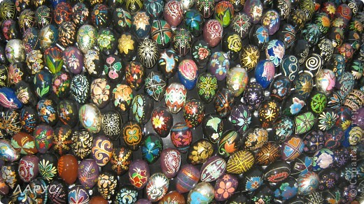 Оксана Мась  .. автор этого чуда..   все сделано из деревянных расписных яиц..это только фрагменты . фото 2