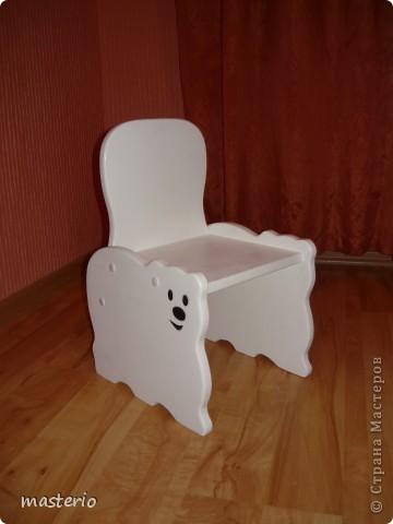 """Детская кровать """"Белый мишка"""" и комплект """"Медвежатки"""" (стол, стульчик, табурет и скамеечка). фото 4"""