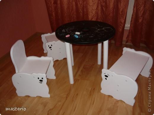 """Детская кровать """"Белый мишка"""" и комплект """"Медвежатки"""" (стол, стульчик, табурет и скамеечка). фото 3"""