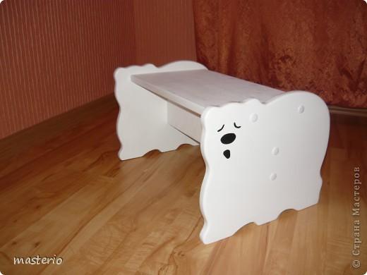"""Детская кровать """"Белый мишка"""" и комплект """"Медвежатки"""" (стол, стульчик, табурет и скамеечка). фото 6"""
