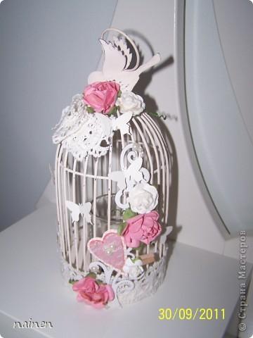 Заскрапила подсвечник :)) Использовала вырубки бумажные, бумажные цветы, кружева, полубусины, фигурными дыроколами сделала бабочек :) фото 1