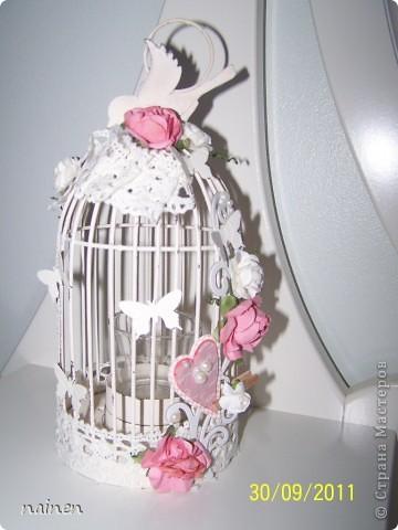 Заскрапила подсвечник :)) Использовала вырубки бумажные, бумажные цветы, кружева, полубусины, фигурными дыроколами сделала бабочек :) фото 2