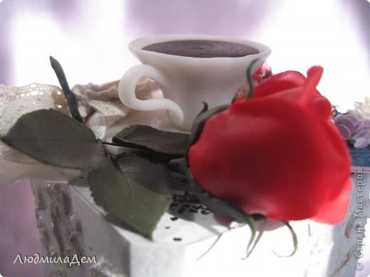 Приглашаю вас прогуляться по кафешке где-то в Европе. Едва забрезжили первые лучи солнца, а в небе уже раздаётся звонкий щебет птиц, на крыше воркуют голуби..., мир просыпается, а воздух пахнет утренней росой, свежестью и тонким ароматом свежесвареного кофе. фото 10