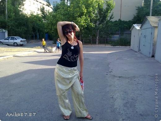 Здравствуйте мастерицы!!!! выношу на Ваш суд моё новенькое платьице из шелка.Честное слово выкроек тю-тю! Просто по одному старому платью cшито. фото 9