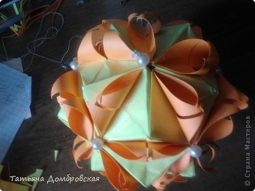 На такую красоту меня воодушевила работа Анны Батьковны http://stranamasterov.ru/node/324308?c=favorite . МК здесь http://stranamasterov.ru/node/60574 . Размер модулей для электры 7,5/7,5. Модулей 30шт. Для лепестков я брала квадраты размером 5/5 но в отличии от рекомендаций автора я их разрезала на два треугольничка и у меня они получились однослойные. С серединами  вообще все просто : http://stranamasterov.ru/node/90083?tid=451 . фото 3