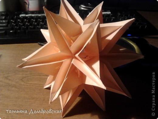 На такую красоту меня воодушевила работа Анны Батьковны http://stranamasterov.ru/node/324308?c=favorite . МК здесь http://stranamasterov.ru/node/60574 . Размер модулей для электры 7,5/7,5. Модулей 30шт. Для лепестков я брала квадраты размером 5/5 но в отличии от рекомендаций автора я их разрезала на два треугольничка и у меня они получились однослойные. С серединами  вообще все просто : http://stranamasterov.ru/node/90083?tid=451 . фото 12