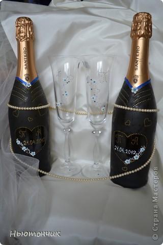 Невеста хотела ромашек, но цвет свадьбы синий и серебряный, вот и получились такие бокалы :) фото 3