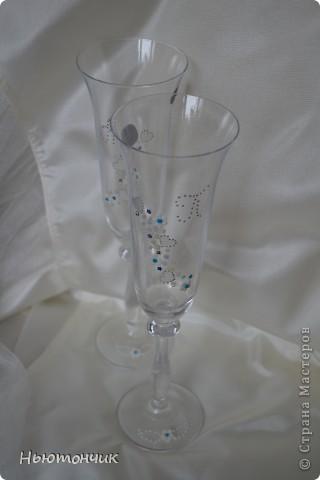 Невеста хотела ромашек, но цвет свадьбы синий и серебряный, вот и получились такие бокалы :) фото 1