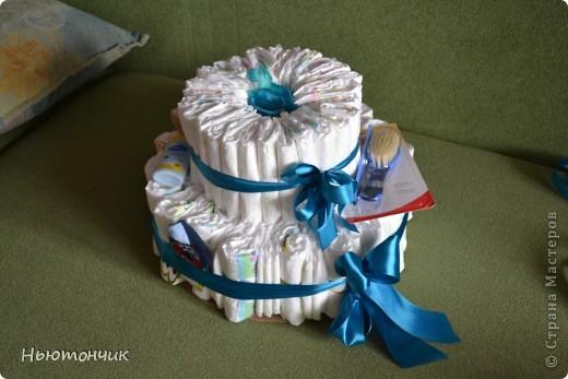 Ну вот и у меня получился тортик!!! Повод-то шикарный - рождение племяшки!!! Пачка подгузников и немного деталей декора, но вроде бы родителям понравился :) фото 1